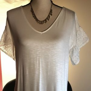 Beautiful Beige Top w Sleeves Trimmed in Lace